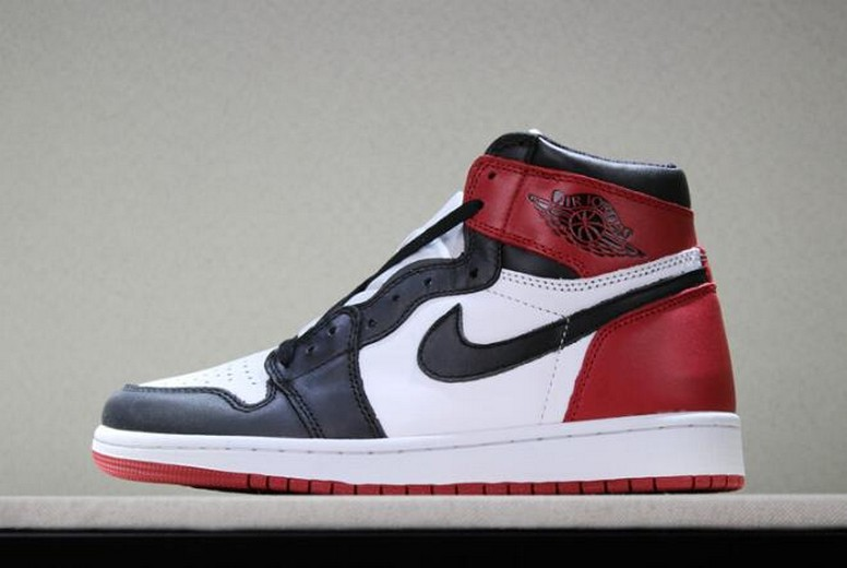 "Air Jordan 1 Retro High OG ""Black Toe"" White Black Varsity Red 555088-125 Shoes"