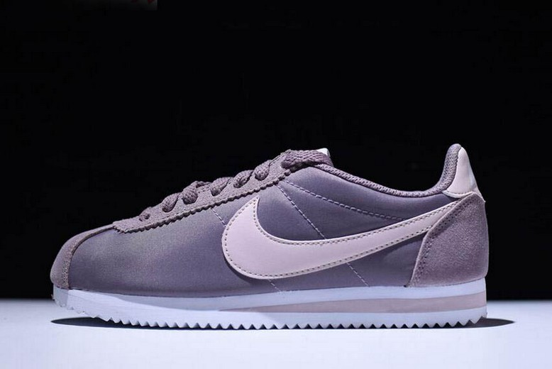 Nike Wmns Classic Cortez Nylon Taupe Grey Silt Red White 749864-200 Shoes